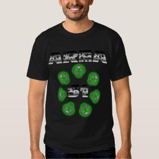 Aliens du secteur 51 parmi le T-shirt d'étoiles