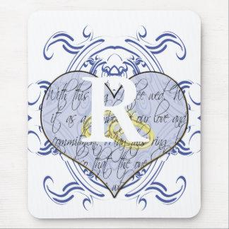 Coeur de voeu de mariage de monogramme tapis de souris