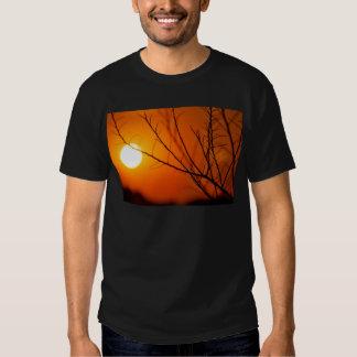 Coucher du soleil suspendu tee shirts