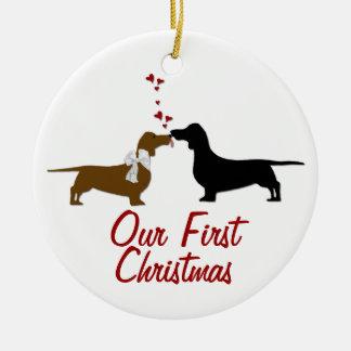 Coutume de Noël d'amants de teckel première Ornement Rond En Céramique