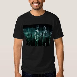 Équipe d'affaires avec l'expression sérieuse t-shirts