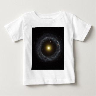 La lumière de torche de galaxie d'anneau t-shirts