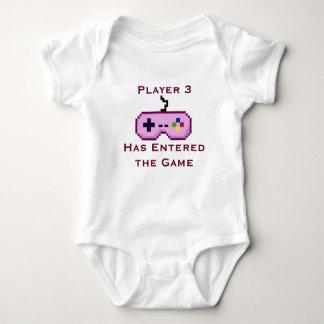 Le joueur rose 3 est entré dans la chemise de jeu t shirts