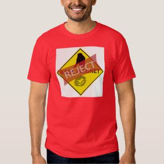 Le T-shirt de l'homme de panneau routier d'aimant