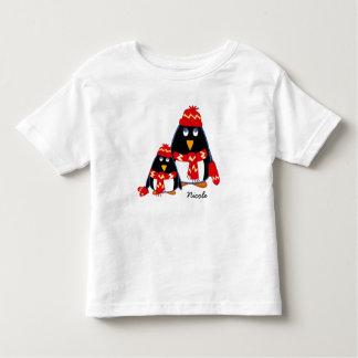 Le T-shirts nommé de l'enfant fait sur commande de