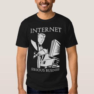 L'Internet est des affaires sérieuses T-shirt