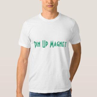 Pin vers le haut de pièce en t adaptée par aimant t-shirt