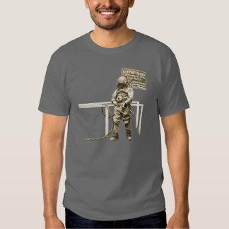 Plongeur vintage avec la torche de découpage à tshirts