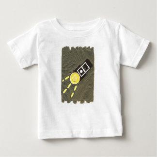 T-shirt criard de nourrisson de torche