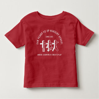 T-shirt rouge d'étudiant d'école maternelle de