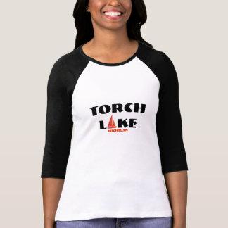 Torche le lac Michigan - avec le voilier vibrant Tee Shirts