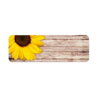 Tournesol sur le blanc rustique en bois de grange étiquette d'adresse retour