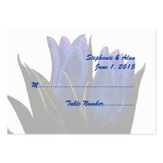 Tulipes bleues épousant des cartes d'endroit carte de visite grand format