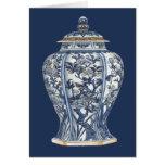 Vase bleu et blanc à porcelaine par le studio de carte de vœux